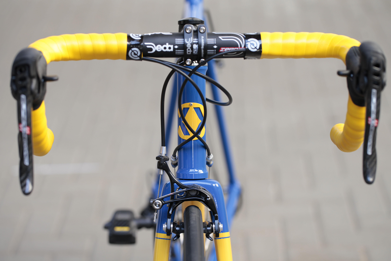 09 Dettaglio manubrio di Bixxis Prima, bicicletta artigianale in acciaio realizzata a mano da Doriano De Rosa 015